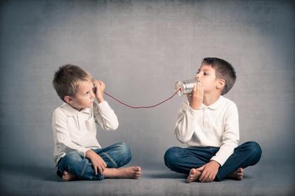 bambini che ascoltano
